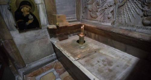 tomb11